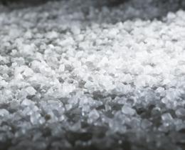 Für unsere Grotte wurde an den Wänden und auf dem Fußboden original Totes-Meer-Salz aus Jordanien verwendet.