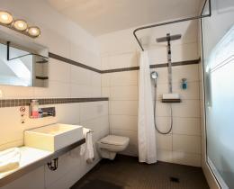 Doppelzimmer Bad Mondrian