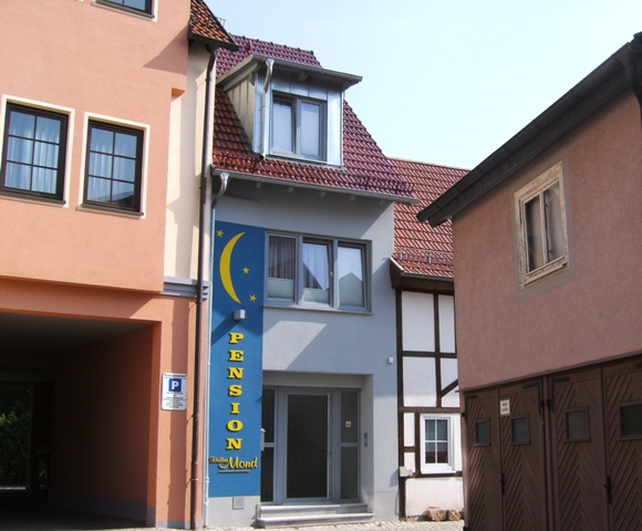 "Pension Pension ""Halber Mond"""
